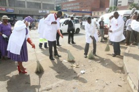 Prophet Emmanuel Makandiwa during a clean up campaign in Harare (B Kanamhora).