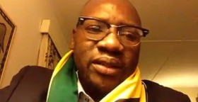 Zimbabwe-pastor-Evan Mawarire.